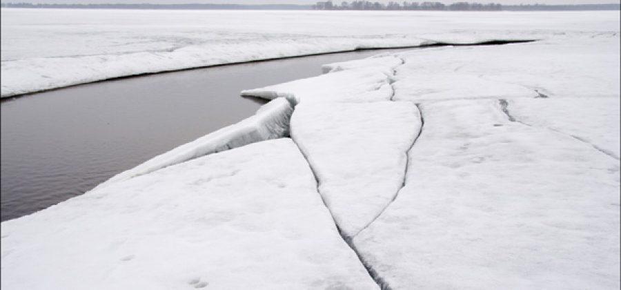 Коварство весеннего льда: как выжить, оказавшись в полынье