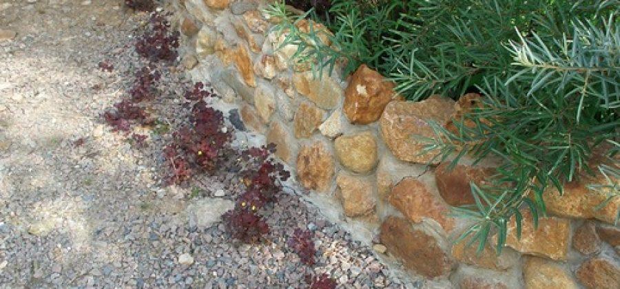 Камни на подмосковном участке