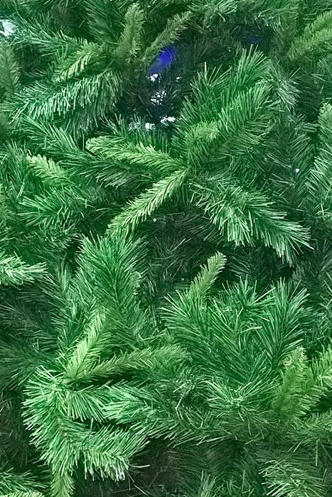 искусственная новогодняя ель зелёного цвета