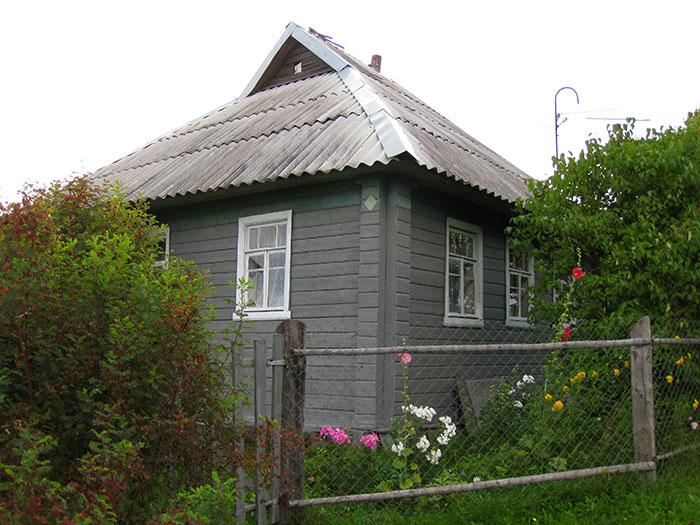 слуховое окно для вентиляции чердака, слуховое окно в загородном доме