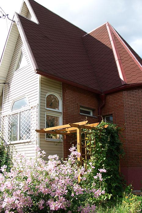 пластиковые окна разной формы, пластиковые окна на даче, пластиковые окна в загородном доме