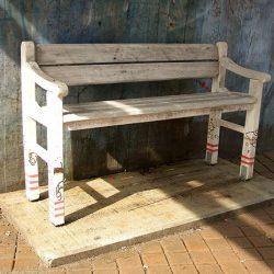 Какую скамейку выбрать, чтобы она была удобной, прочной и красивой?