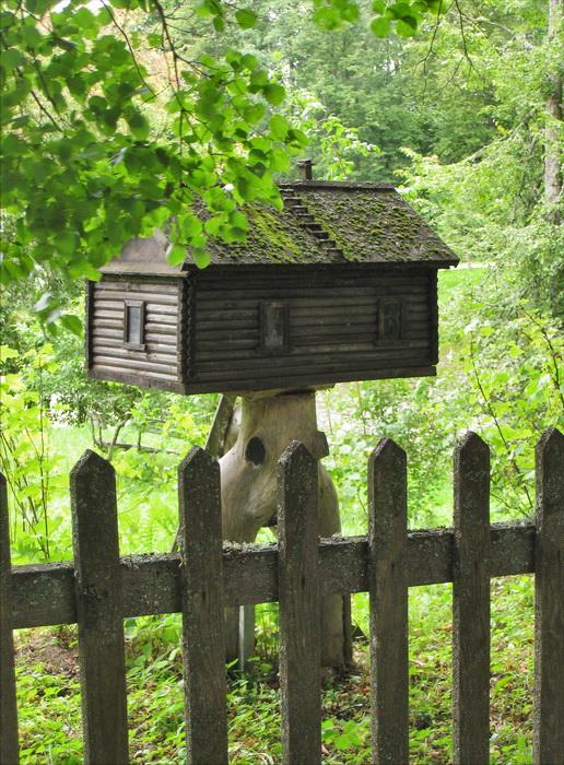 домик для птиц, дизайнерский скворечник, скворечник, куда прикрепить скворечник, опасное место для размещения скворечника