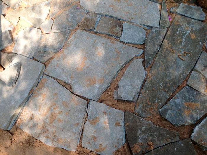 садовая дорожка из камней, садовая дорожка своими руками, как уложить камни для садовой дорожки