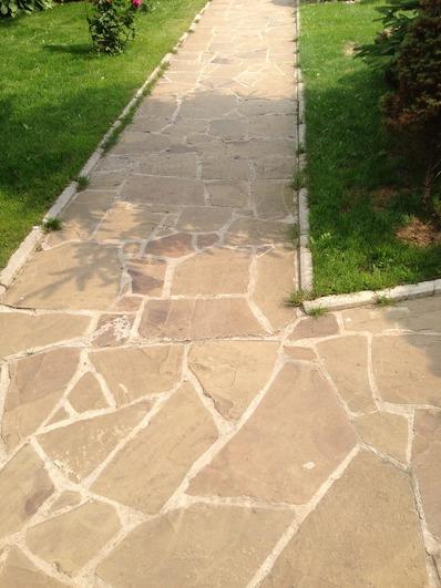 садовая дорожка из камней, удобная садовая дорожка, безопасная садовая дорожка из натурального камня