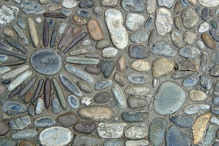 садовая дорожка, идеи рисунка из камней на садовой дорожке, узор из камней на садовой дорожке, садовая дорожка своими руками