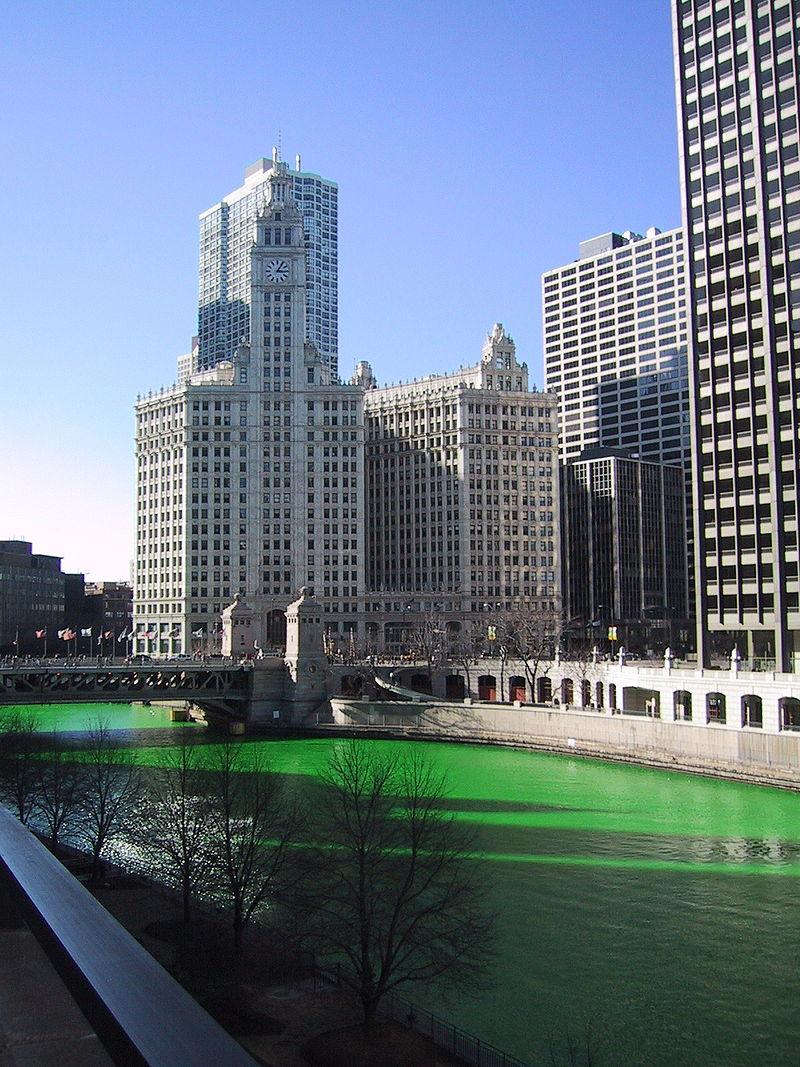 День святого Патрика, Грин Ривер, символ Дня святого Патрика, зелёная вода в реке Чикаго