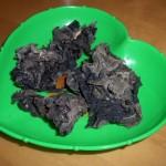 Черный древесный гриб муэр («древесные ушки», или «иудино ухо»)